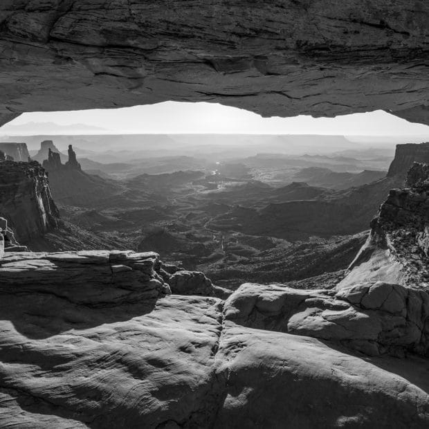 Black and white photo of mesa arch in Canyonlands National Park
